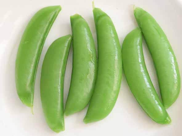 無水調理をしたスナップえんどうの写真です。調理前より色が深い緑色になっています。
