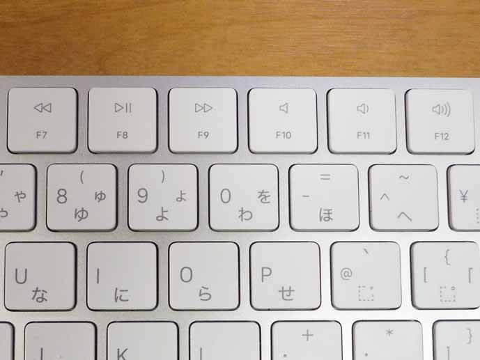 マジックキーボードの拡大写真です。キーボードの最上段にあるF7からF12までのファンクションキーを拡大しています。