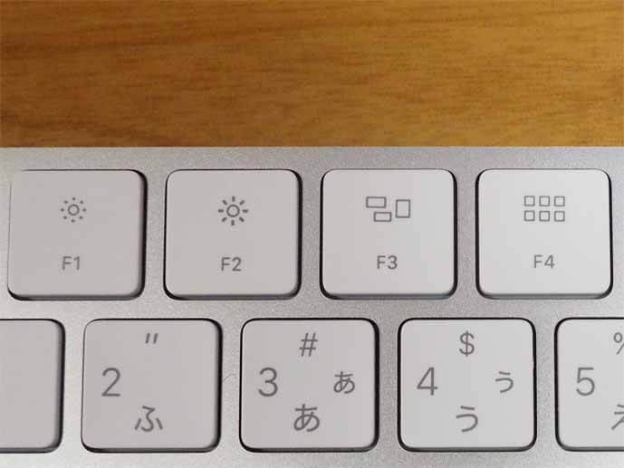 マジックキーボードの拡大写真です。キーボードの最上段にあるF1からF4までのファンクションキーを拡大しています。